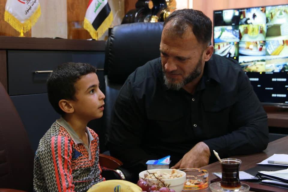 """خطفه التنظيم"""" وصفّى عائلته: الحشد يرجع طفلا لذويه بعد العثور عليه في منزل """"داعشي"""""""