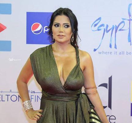 رانيا يوسف تظهر بفستان مثير جداً.. وتلهب التفاعل
