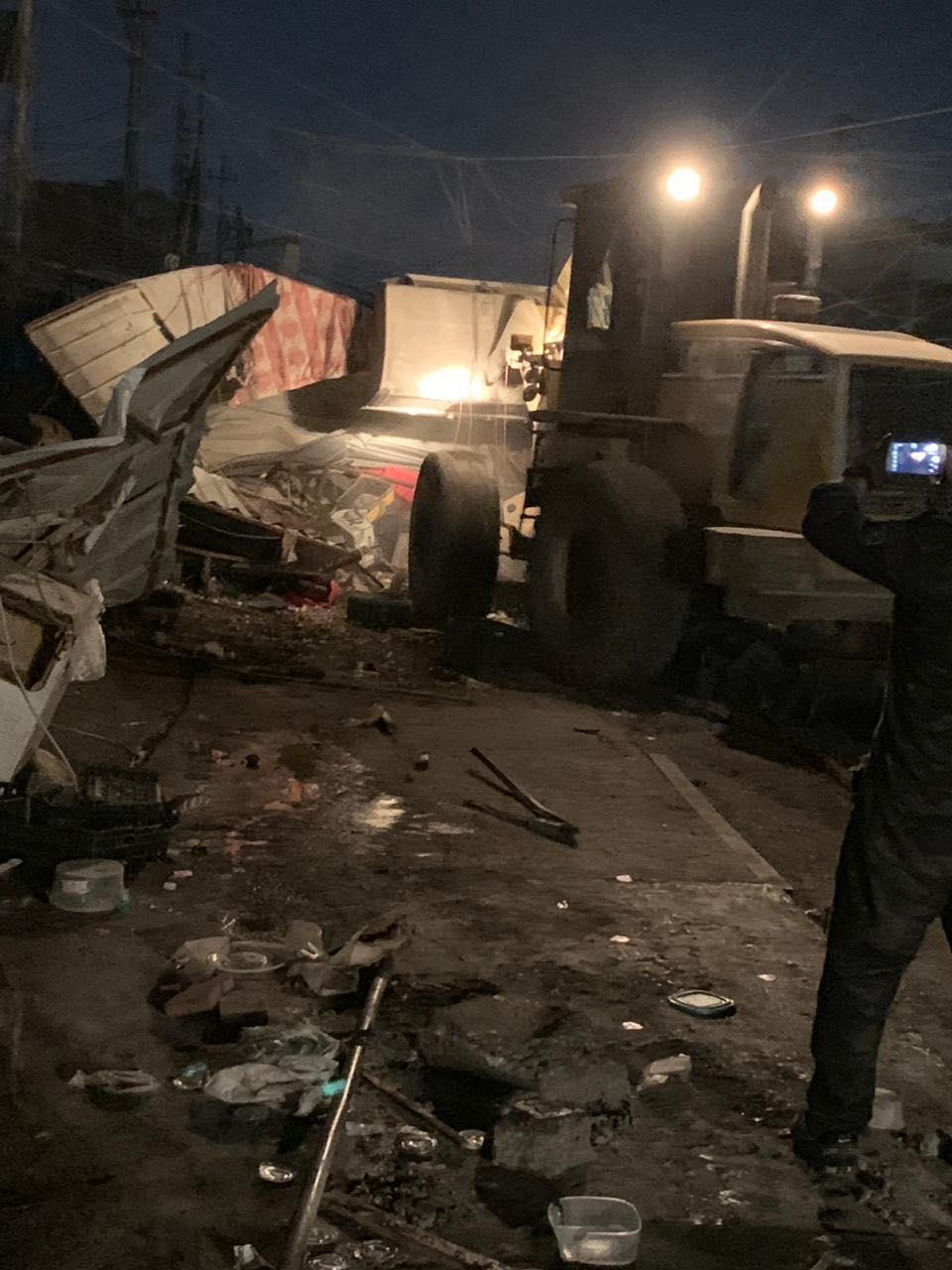 عملية تحرير بغداد من التجاوزات مستمرة.. صور من حملة ليلية
