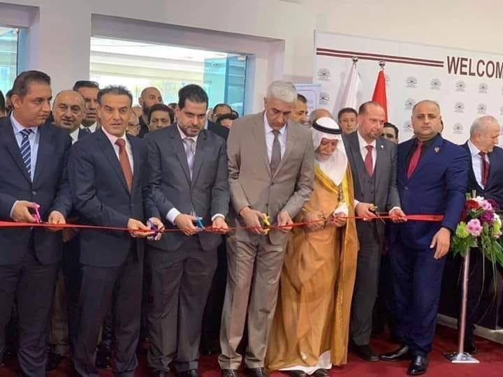 """""""حفلة مقصات"""" في مؤتمر تكنولوجي عراقي.. الهميم ووزير الرياضة مع 4 آخرين (صور)"""