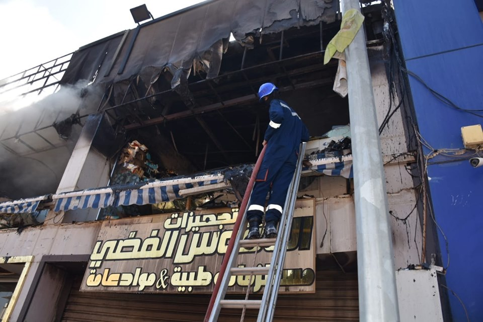 الدفاع المدني: فريق دولي شارك في إخماد حريق الحارثية (صور)