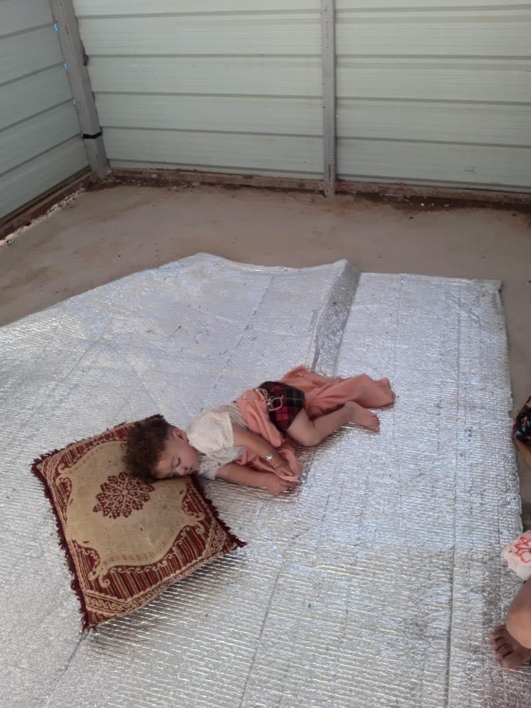 """حقوق الإنسان تنشر صوراً """"تحرج"""" الحكومة: """"خراب وفوضى"""" وأطفال عالقون"""