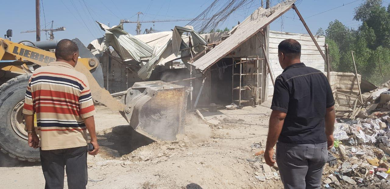 صور: مداهمة جديدة لأمانة بغداد تستهدف مقاه وتجاوزات في الشماعية