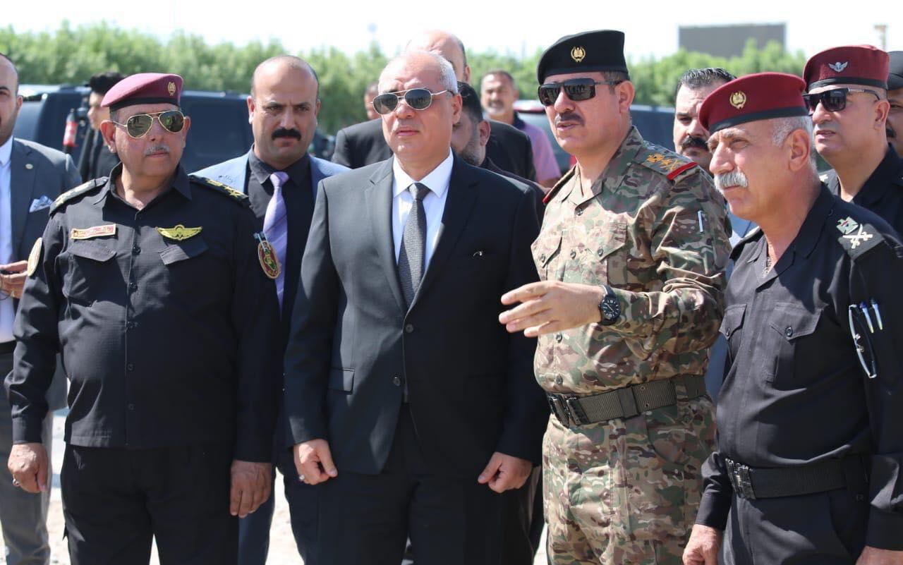 """وزير النقل يتجول في مقتربات مطار بغداد ويعلن عن """"إضافات جديدة"""" للمسافرين"""