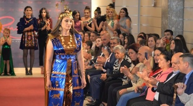 بعد الحبانية.. فتيات في عرض أزياء لأول مرة قرب الموصل (صور)