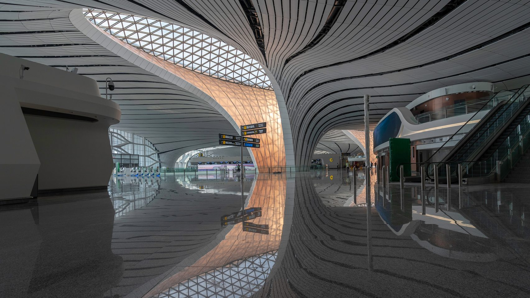 Beijing-Daxing-International-Airport-Zaha-Hadid-CGTN_dezeen_03-1704x959