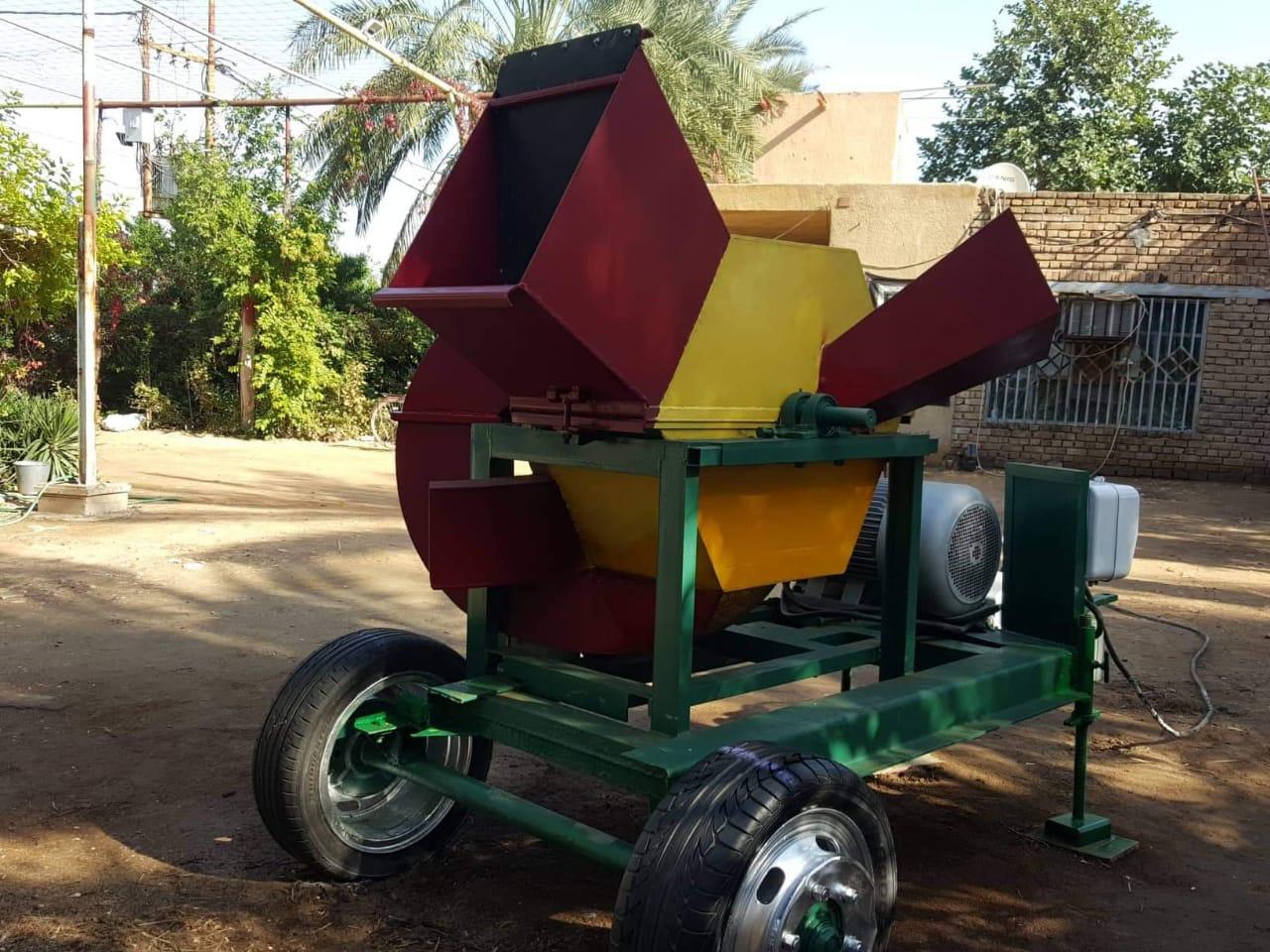 """شاب نجفي """"يخترع"""" آلة زراعية متعددة المهام بجهود ذاتية (صور)"""