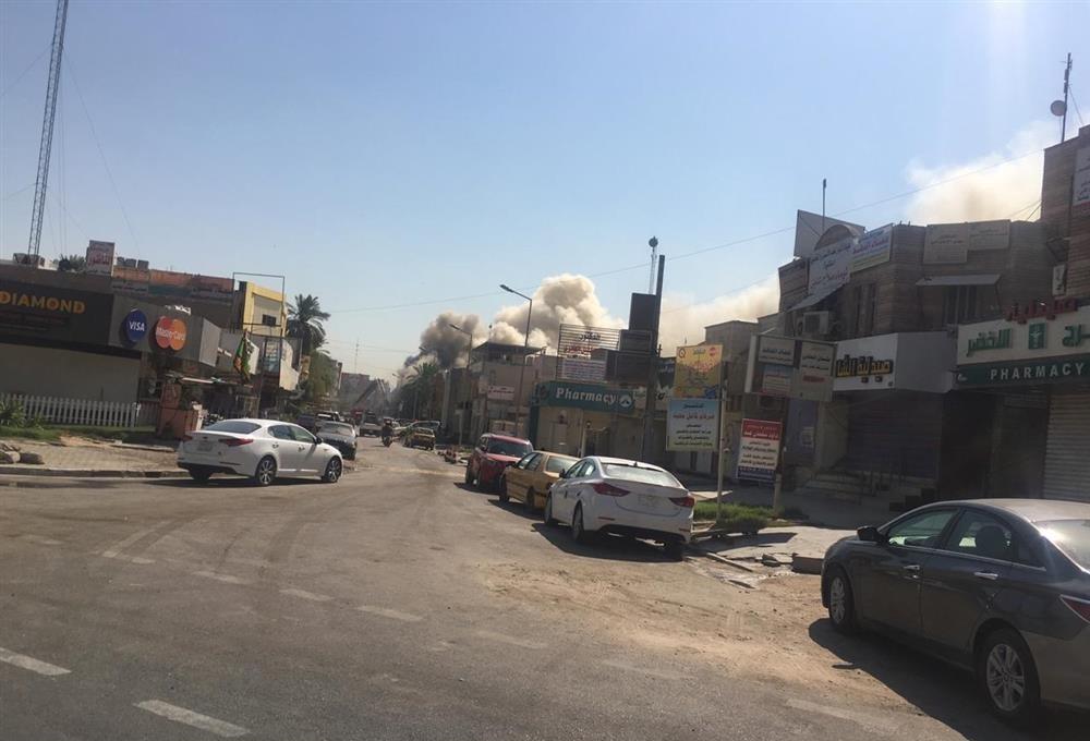 """بالصور: حريق """"ضخم"""" في الحارثية وسط بغداد"""
