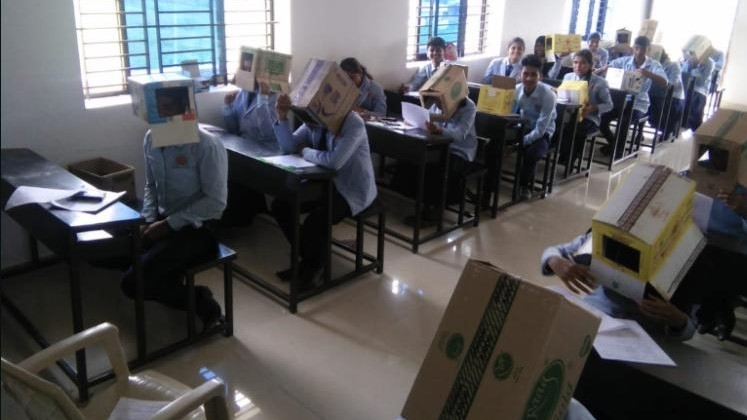 هیندستان؛ بۆ ڕێگریکردن لە قۆپییەکردن کارتۆنیان کردووەتە سەر خوێندکاران