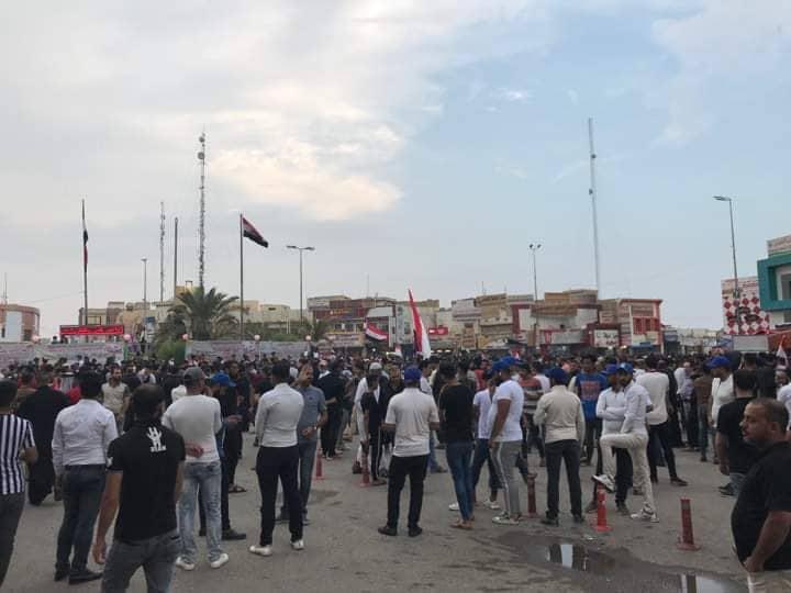 """انتشروا في تظاهرات الناصرية.. من هم أصحاب """"القبعات الزرق"""""""