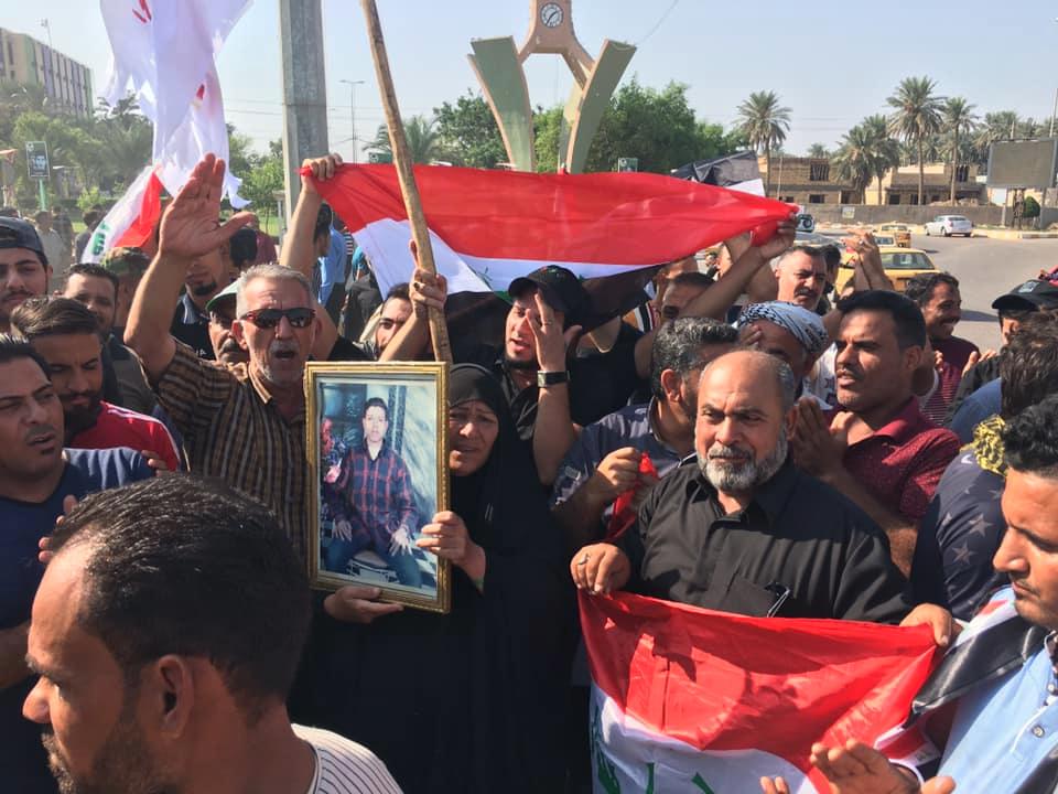 جولة مصورة من ساحات التظاهر في بغداد والمحافظات
