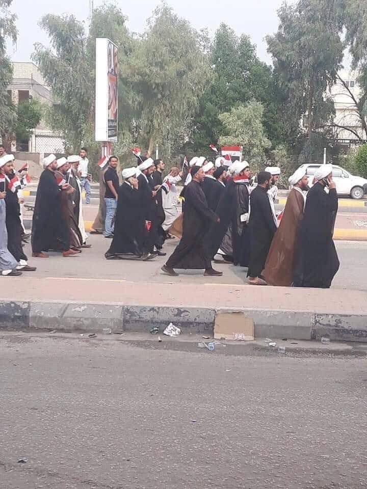 شيوخ وطلاب علم في حوزة النجف يتضامنون مع المحتجين (صور)