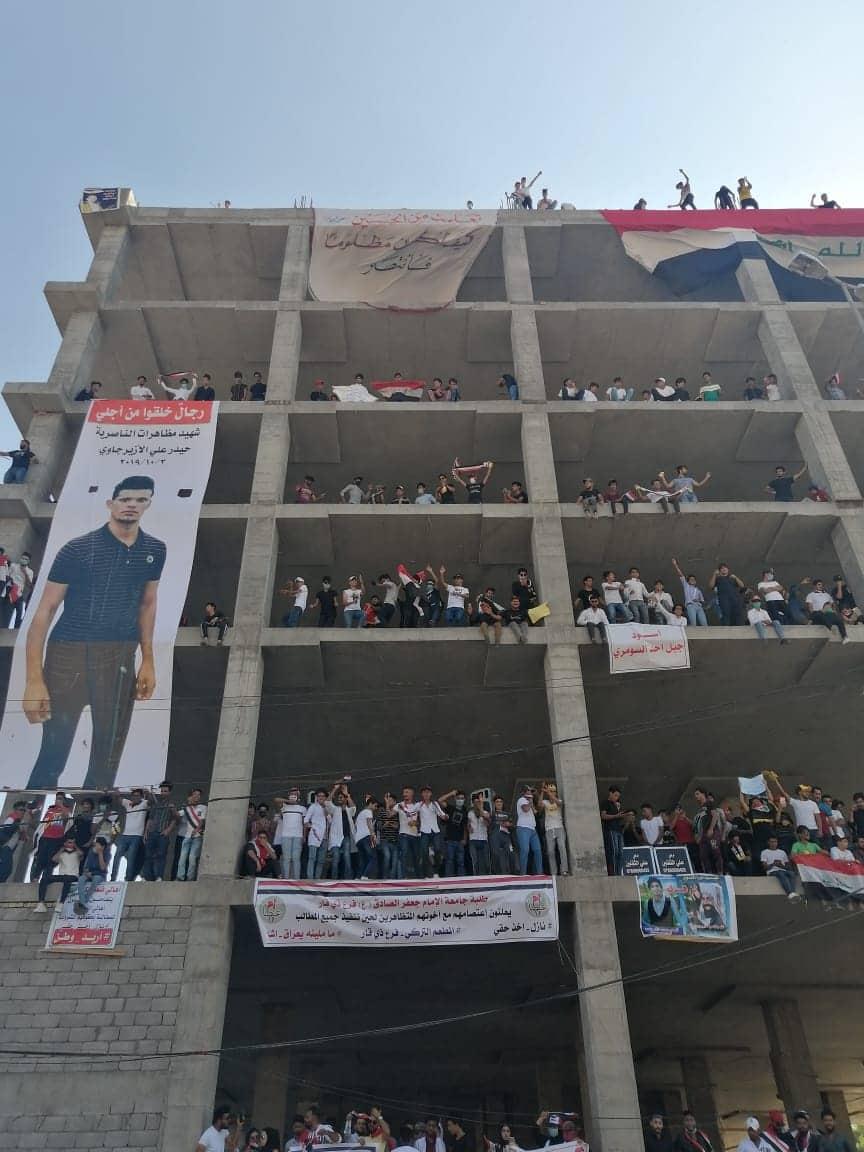 """متظاهرو الناصرية يدشنون """"المطعم التركي"""" ويرفعون صور ضحاياهم (صور وفيديو)"""