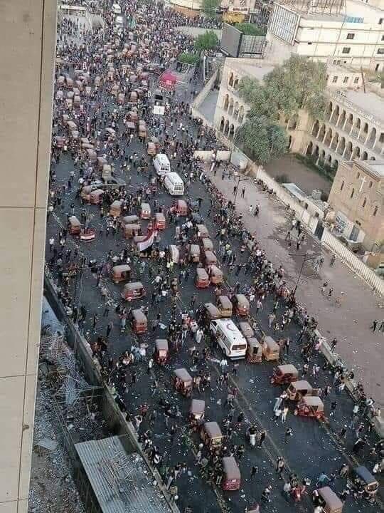 """""""فرسان التك تك"""" يحتلون القلوب ويراهنون على """"الصبر"""".. قصص من احتجاجات بغداد"""