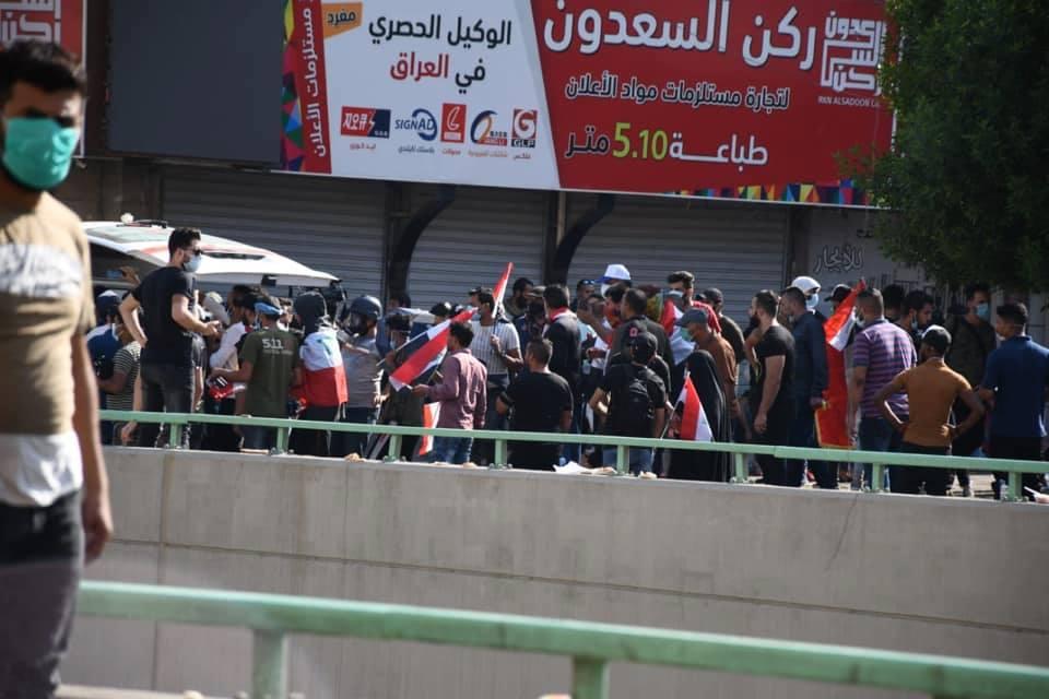 مشاهد صباحية من ساحة التحرير: رقص وهتافات