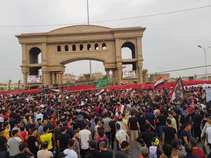 صور: تظاهرات حاشدة في البصرة ومعلومات عن سقوط جرحى