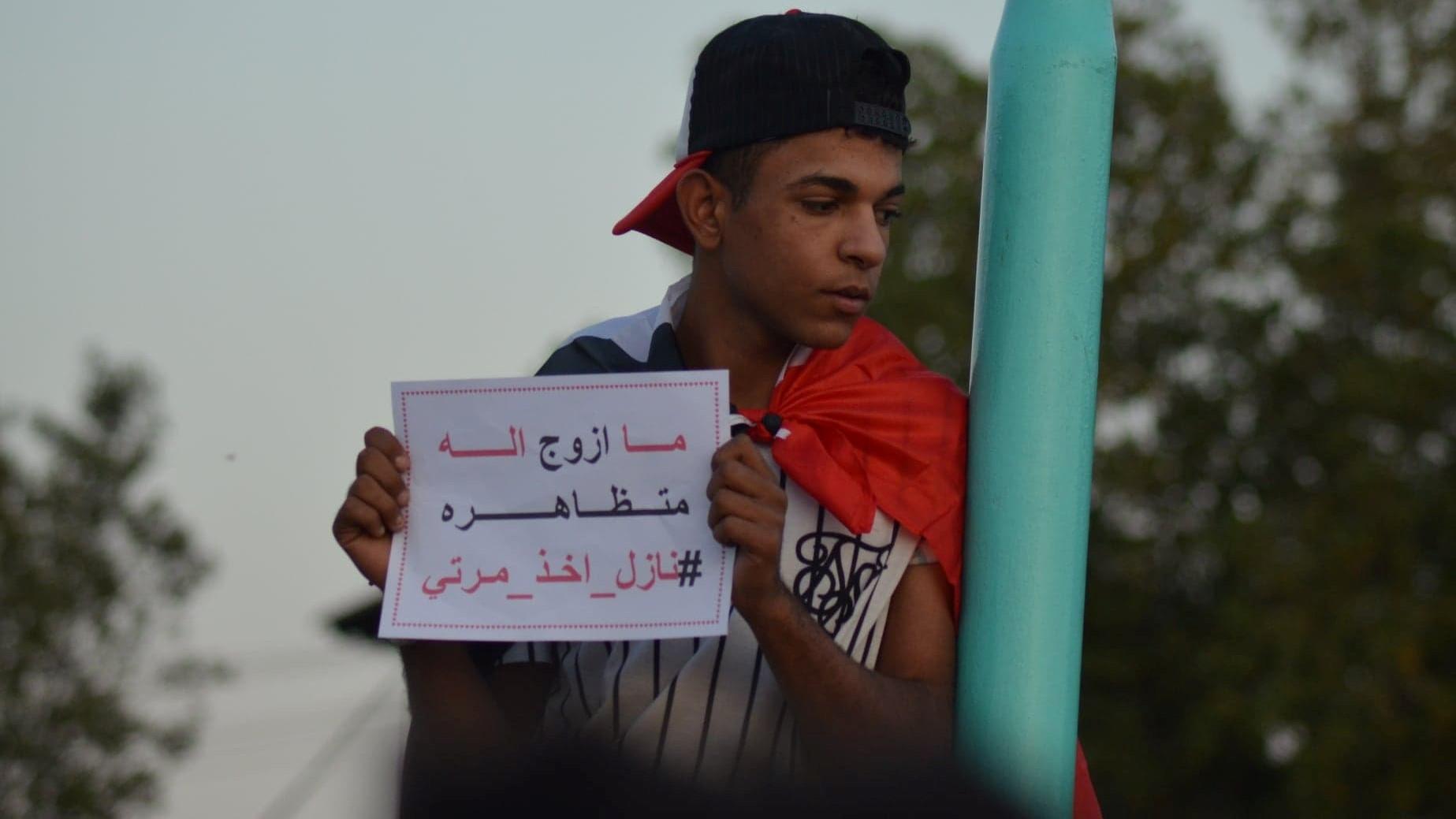 """لمحات من تظاهرات الديوانية: اختيار شريك الحياة داخل ساحة الاحتجاج.. وحكومة العدس و""""المغذي"""""""