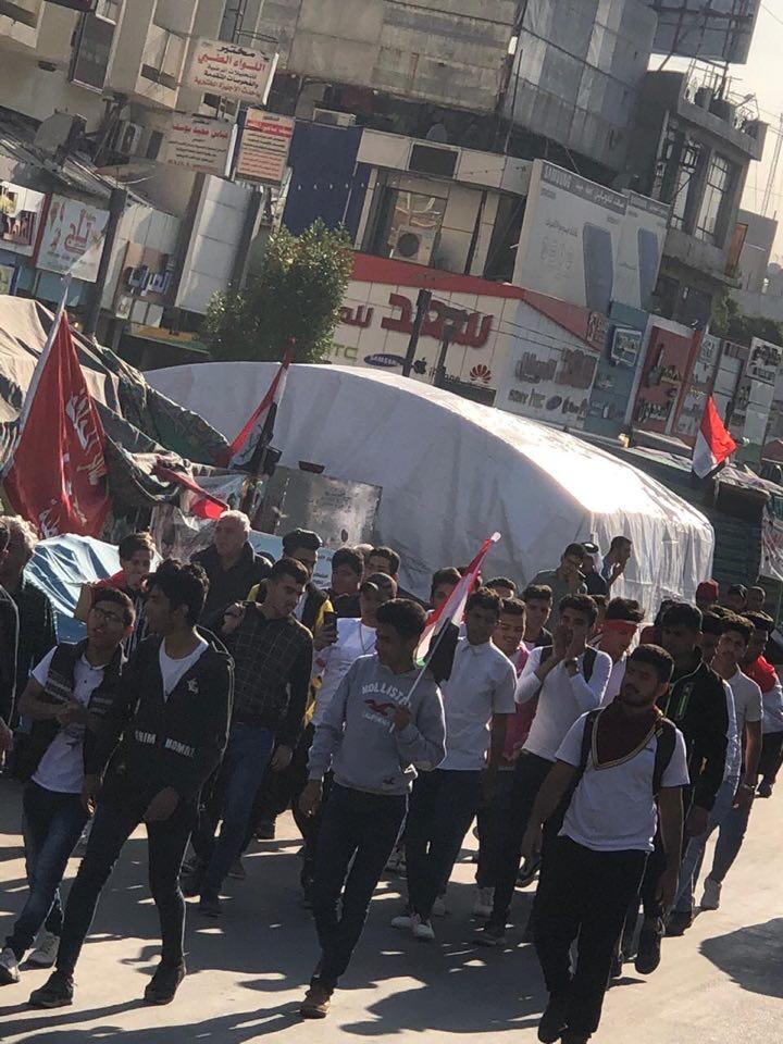 صور: طلاب المدارس يتوافدون إلى التحرير