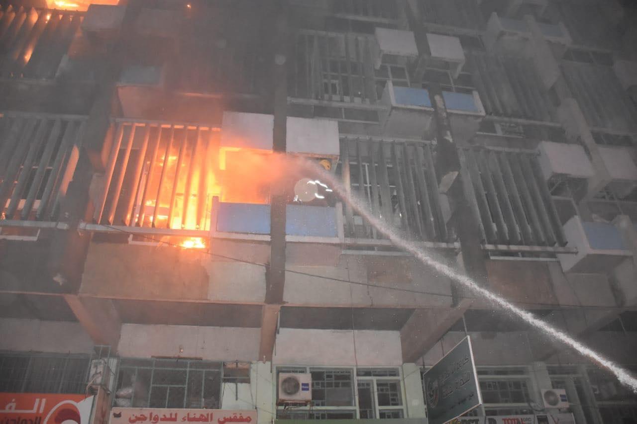 """الدفاع المدني تنشر تفاصيل جديدة بشأن """"ليلة الحرائق الثلاث"""" في ساحة الخلاني (صور)"""