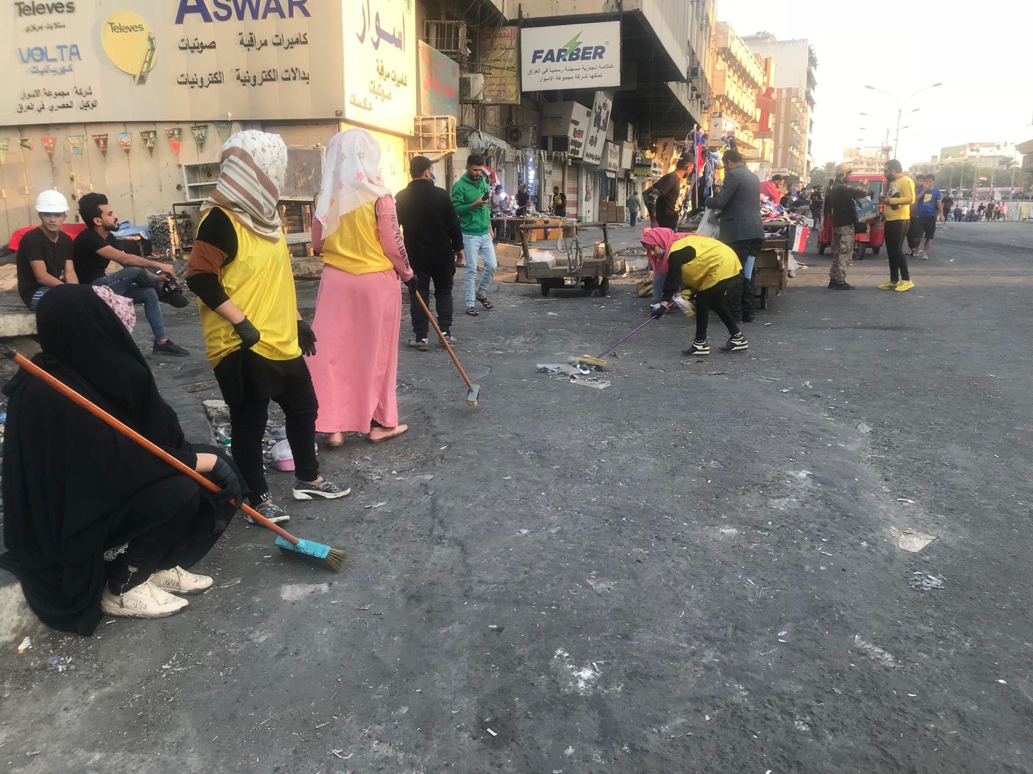المتظاهرون ينظمون صفوفهم في بغداد.. حواجز تفتيش وحملات تنظيف مستمرة (صور)