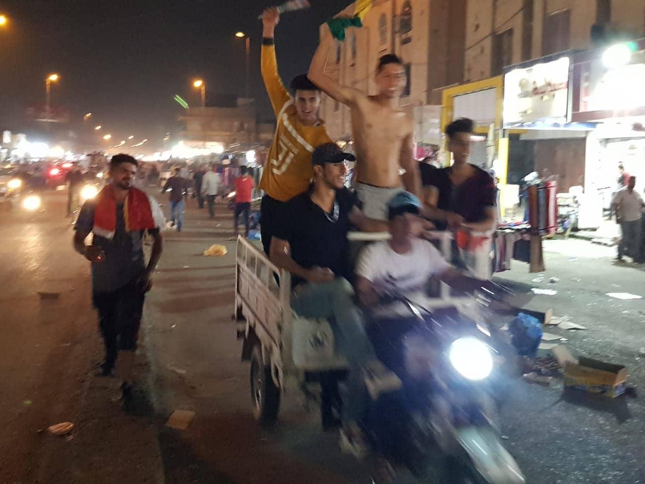 صور: سكان ذي قار يملأون شوارع مدنهم بعد فوز منتخب العراق على نظيره الإيراني