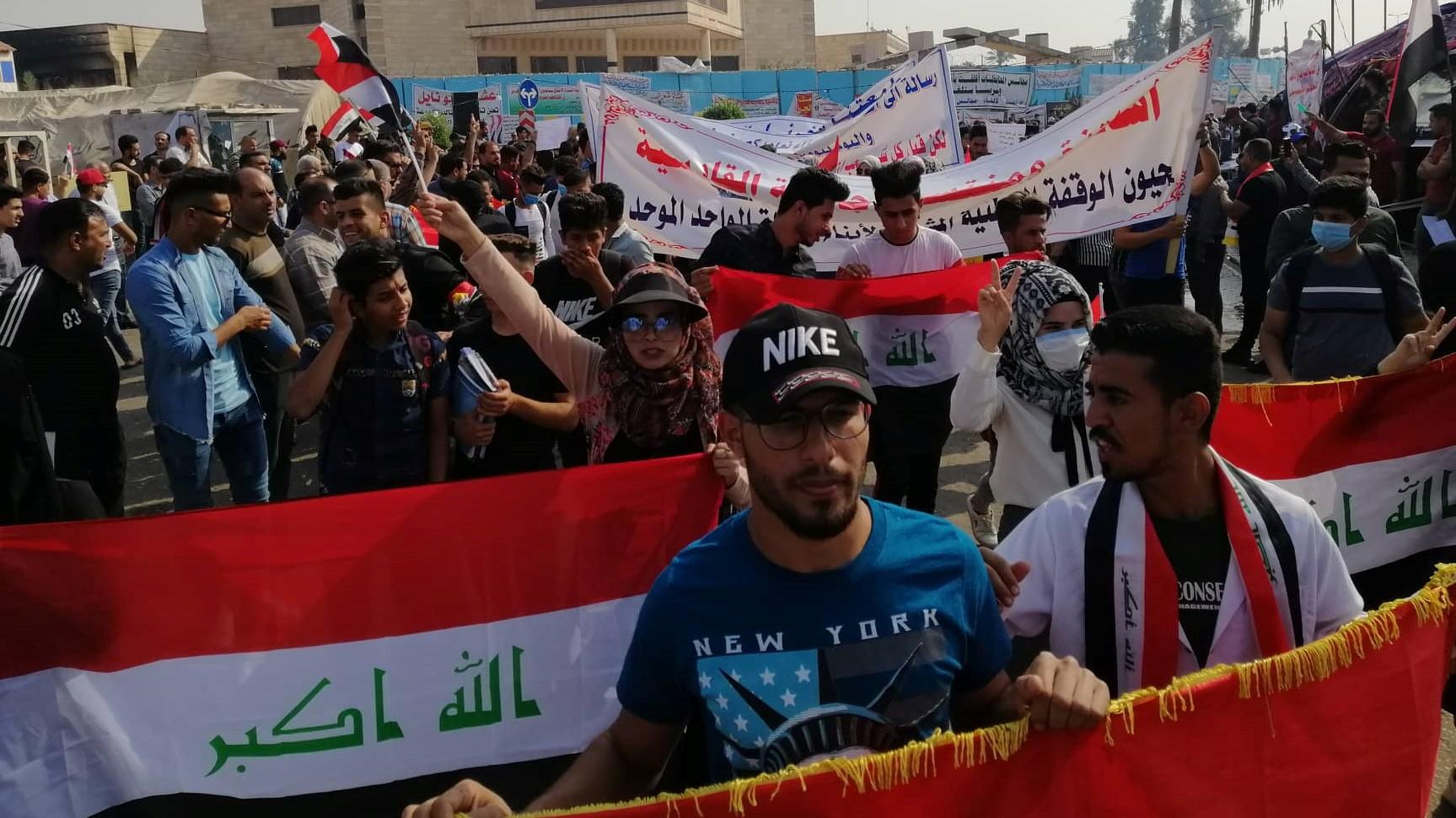 كمامات وأعلام.. طلاب الديوانية يجددون تظاهراتهم ويعلنون الاعتصام