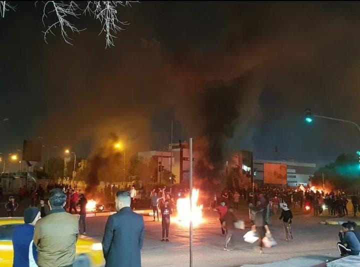 متظاهرو ذي قار يقطعون جسراً ثانياً احتجاجاً على اختطاف الناشط الطائي