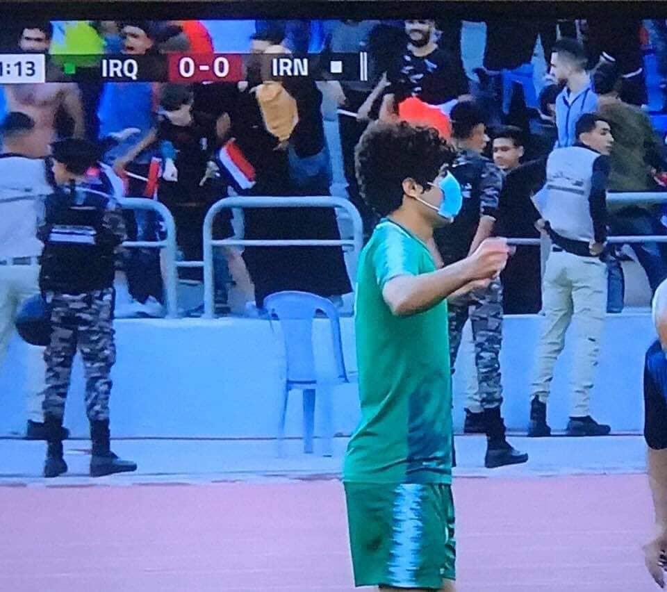 فيديو: لاعبو المنتخب العراقي يحيّون ضحايا التظاهرات رغم إلغاء الأشرطة السوداء