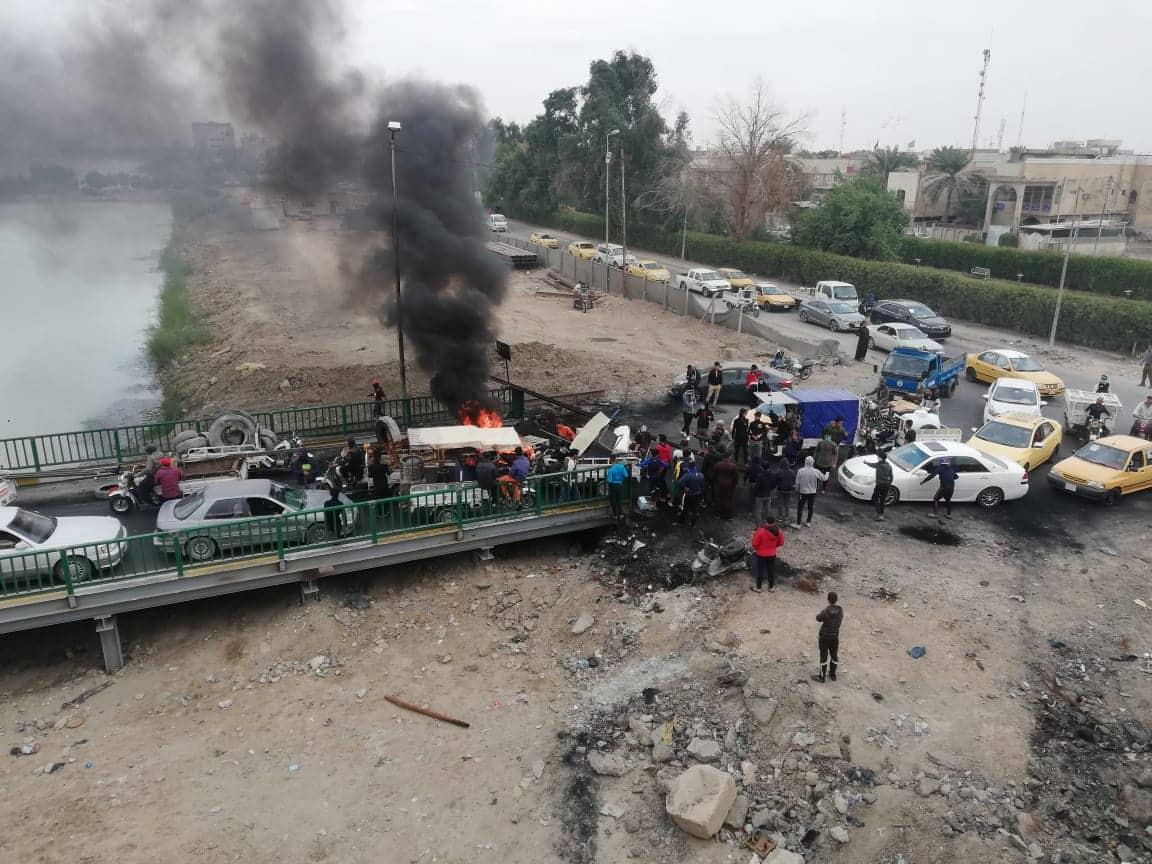 """احتجاجات ذي قار: غلق جسر  """"مهم"""" في الناصرية (صور وفيديو)"""