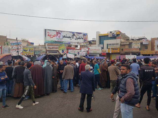 صور.. زحامات شديدة بجانبي الناصرية ومطالبات بمحاكمة الشمري