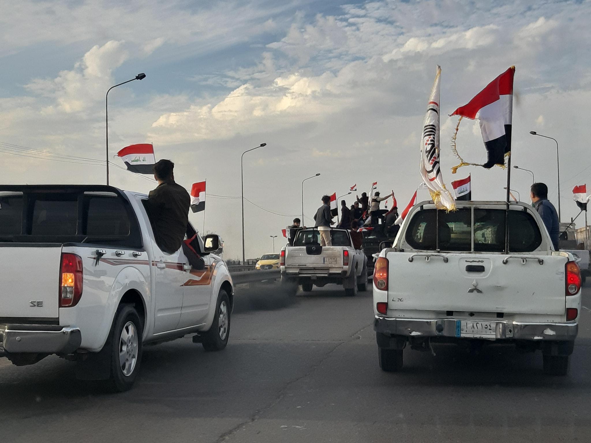 """بغداد.. الحشد الشعبي يطارد """"الجوكر"""" في مسيرة بالمركبات العسكرية!"""