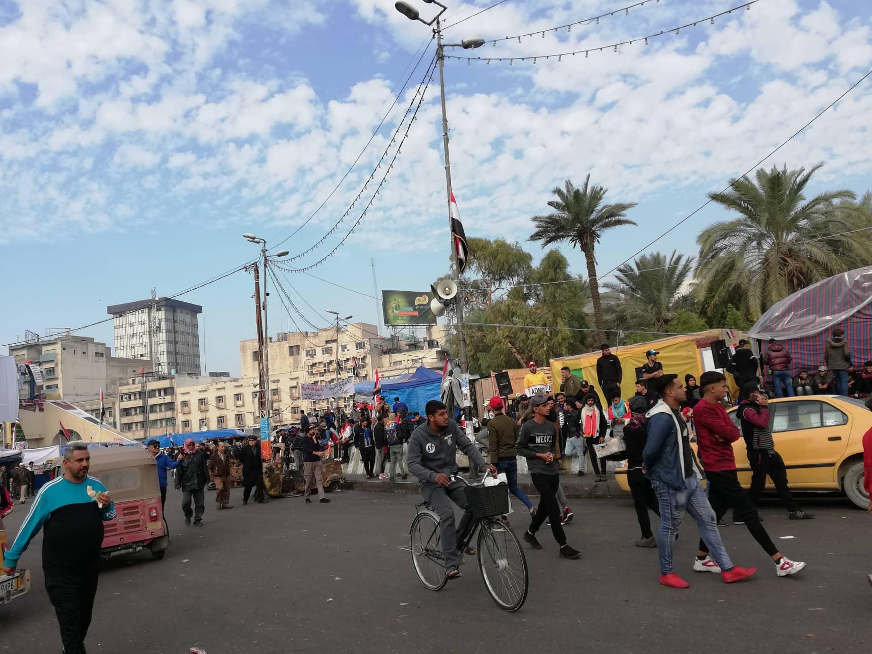 """فطور  من أيدي """"الأمهات"""".. هكذا بدت الأجواء الصباحية في ساحة التحرير (صور)"""