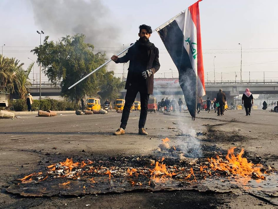 محتجون غاضبون يقطعون سريع محمد القاسم: المرور لهؤلاء فقط (صور)