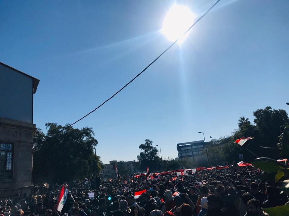 """""""رهانكم خاسر.. نحن أذكياء"""": حشود الطلبة تصدح في ساحة التحرير (صور وفيديو)"""