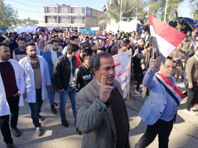 أرض الديوانية تهتز .. احتجاجات حاشدة تندد بتهديد فصل الطلبة المتظاهرين! (صور)