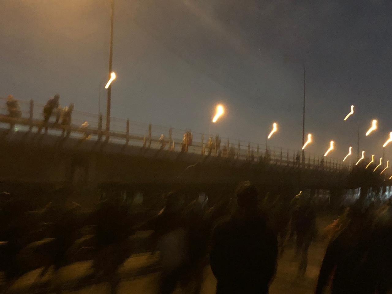 """سريع محمد القاسم بيد المحتجين وانسحاب """"مكافحة الشغب"""" إلى مقر الوزارة"""