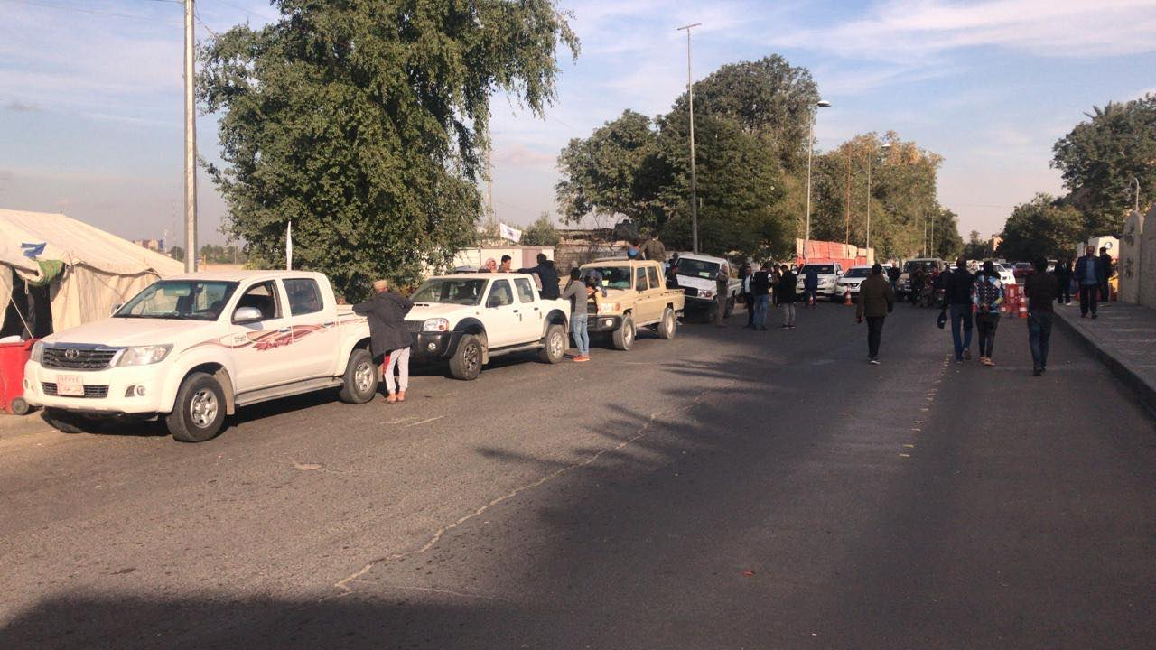 محتجو الحشد ينصبون السرادق أمام السفارة الاميركية (صور)