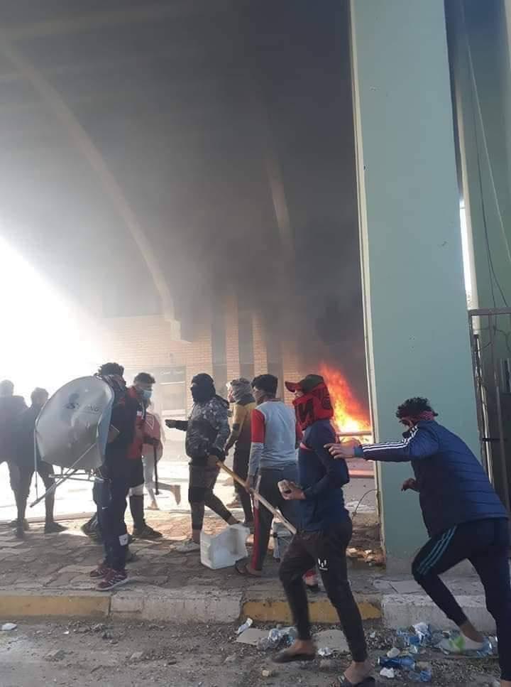 صدامات وعنف ضد المتظاهرين إثر احتجاجات غاضبة قرب جامعة واسط (صور وفيديو)