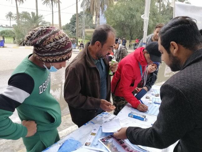 استفتاء شعبي حول مرشحي رئاسة الحكومة في ساحة احتجاجات الديوانية (صور)