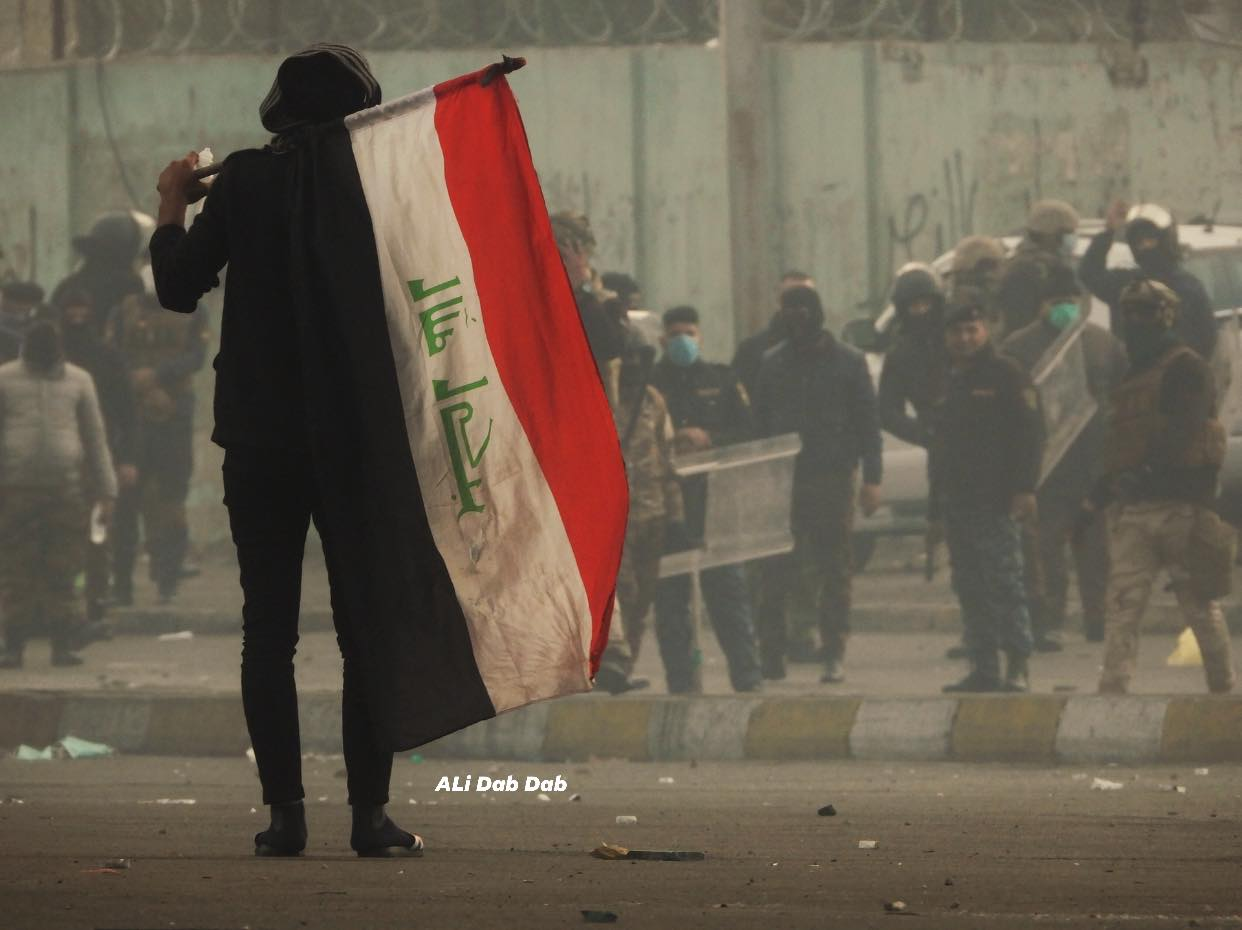 """من قنابل """"الطيران"""" إلى """"مسيرات الغضب"""".. احتجاجات بغداد في صور"""