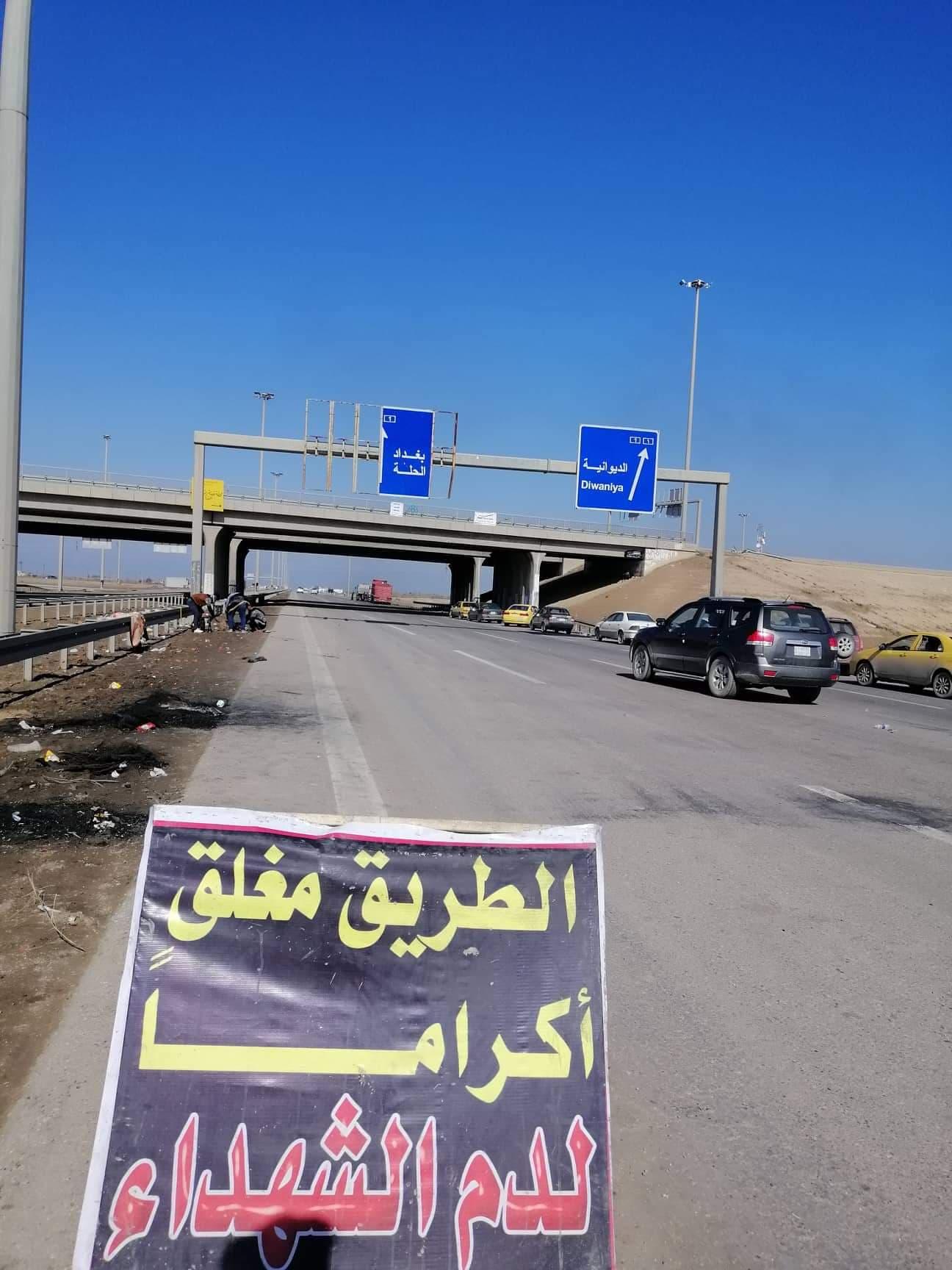 """متظاهرو الديوانية """"يصعّدون"""" ويغلقون عدة طرق رئيسة (صور)"""