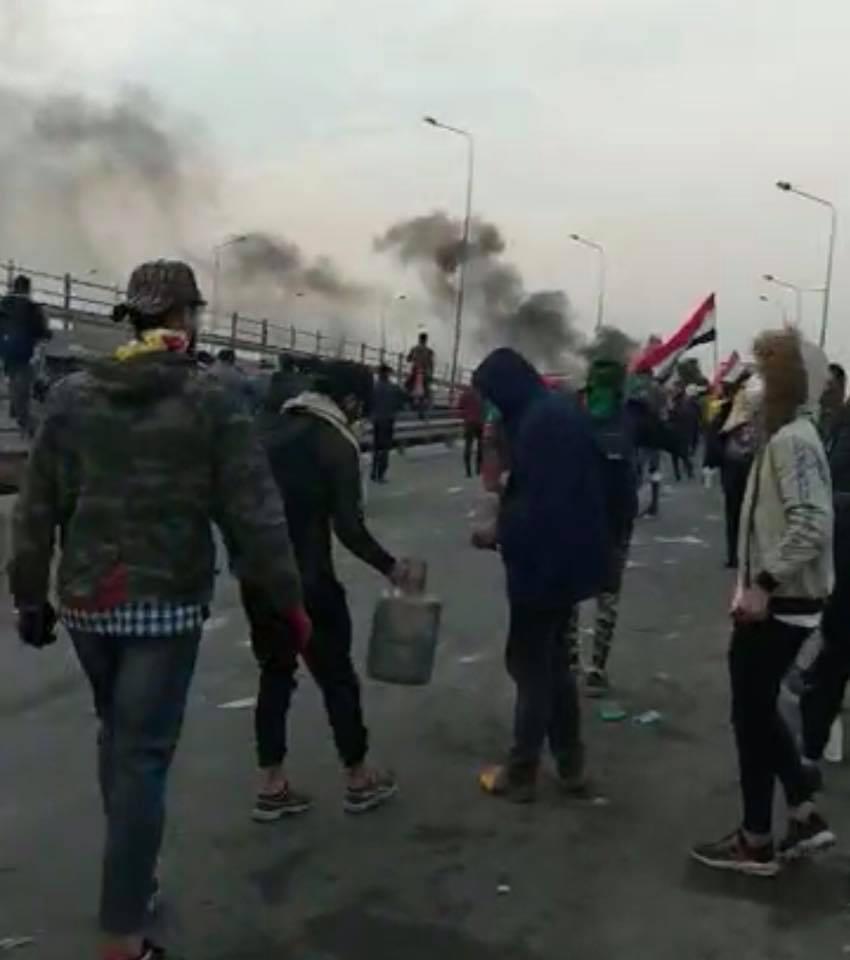 """مكافحة الشغب تطلق """"قنابل الغاز"""" على سريع محمد القاسم (فيديو)"""