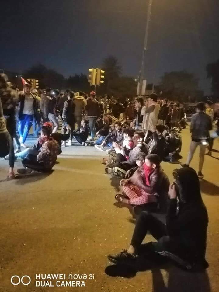 جانب الكرخ ينضم إلى تصعيد المتظاهرين مع انتهاء مهلة الناصرية (صور)