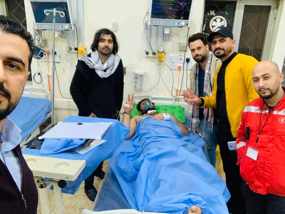 بعد إصابته بالرصاص .. نقل الناشط عباس الكوخي إلى مستشفى الكفيل في كربلاء