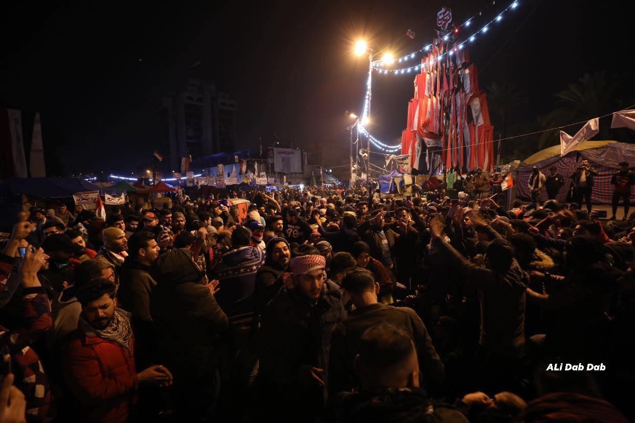 """أجواء احتفالية في ساحة التحرير ولافتة جديدة على المطعم التركي: """"ياحسين بضمايرنا"""""""