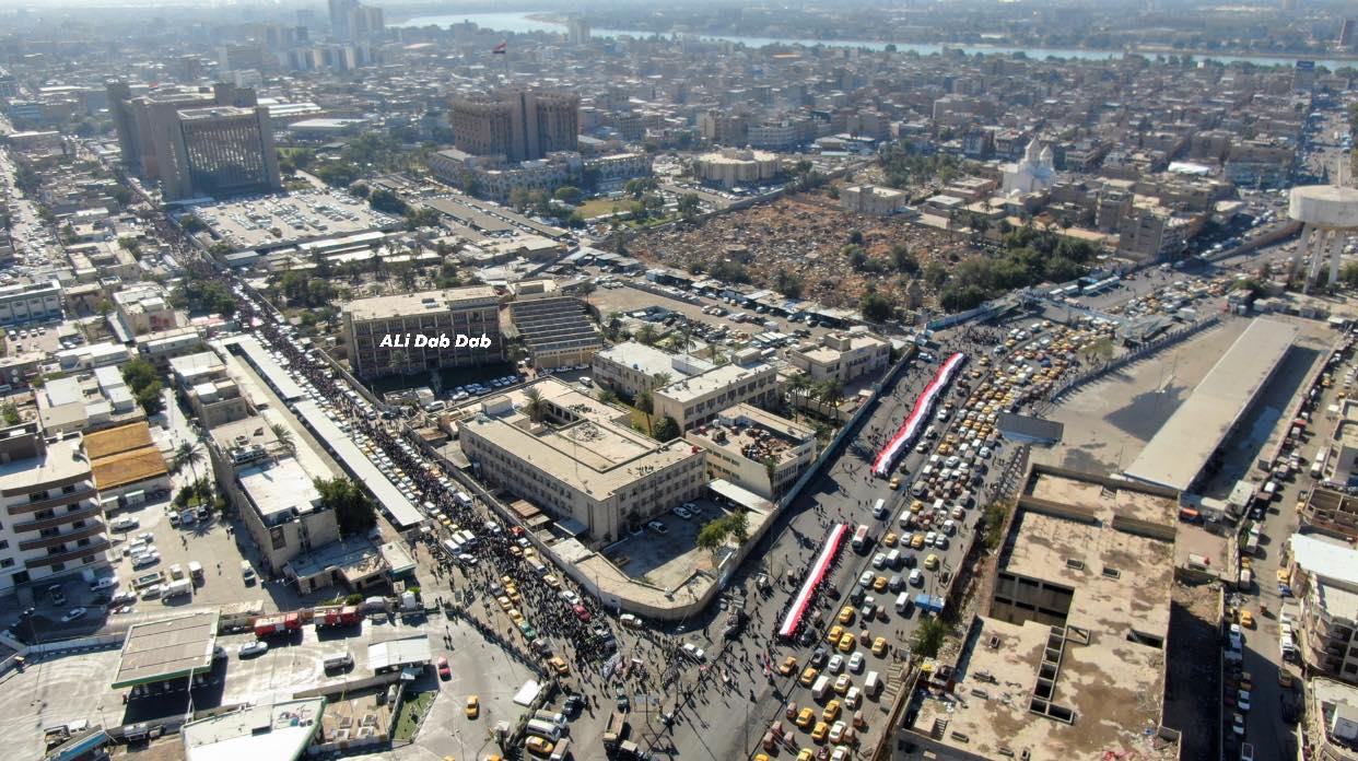 """""""سيلفي الجندي والطلاب"""".. احتجاجات بغداد في صور"""