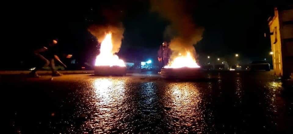 """صور من النهضة الآن: """"إطارات التصعيد"""" تنير شوارع العاصمة"""