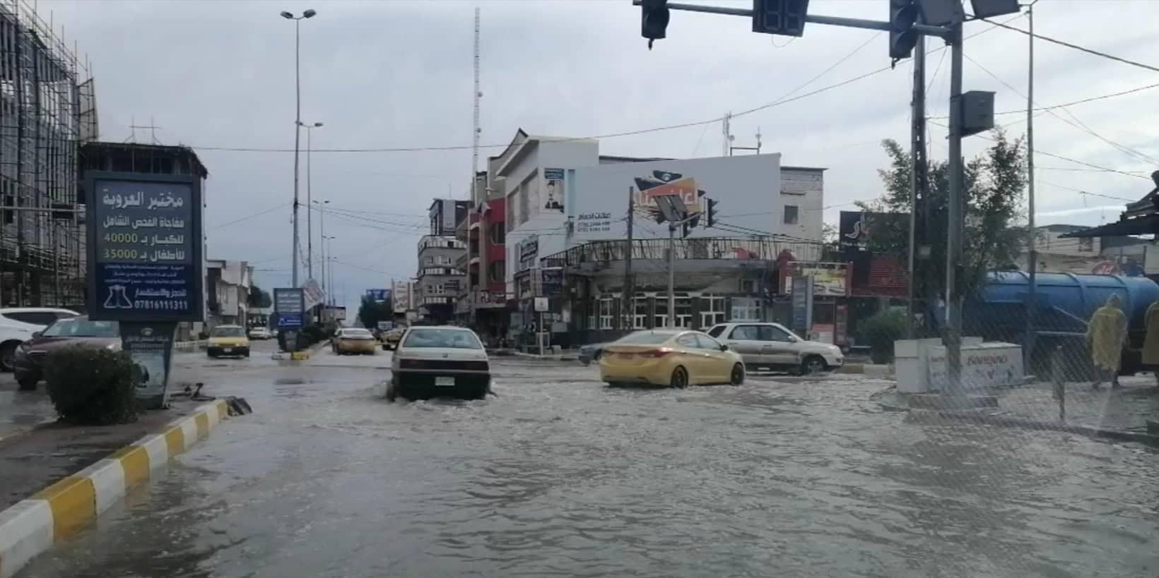 الديوانية تستفيق على فيضانات تغرق شوارعها وتعرقل حركة السير (صور)