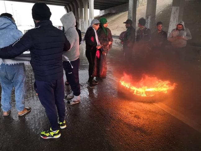المتظاهرون يرفعون وتيرة احتجاجاتهم ويقطعون طرقاً رئيسة في الديوانية: اكراماً للشهداء (صور)
