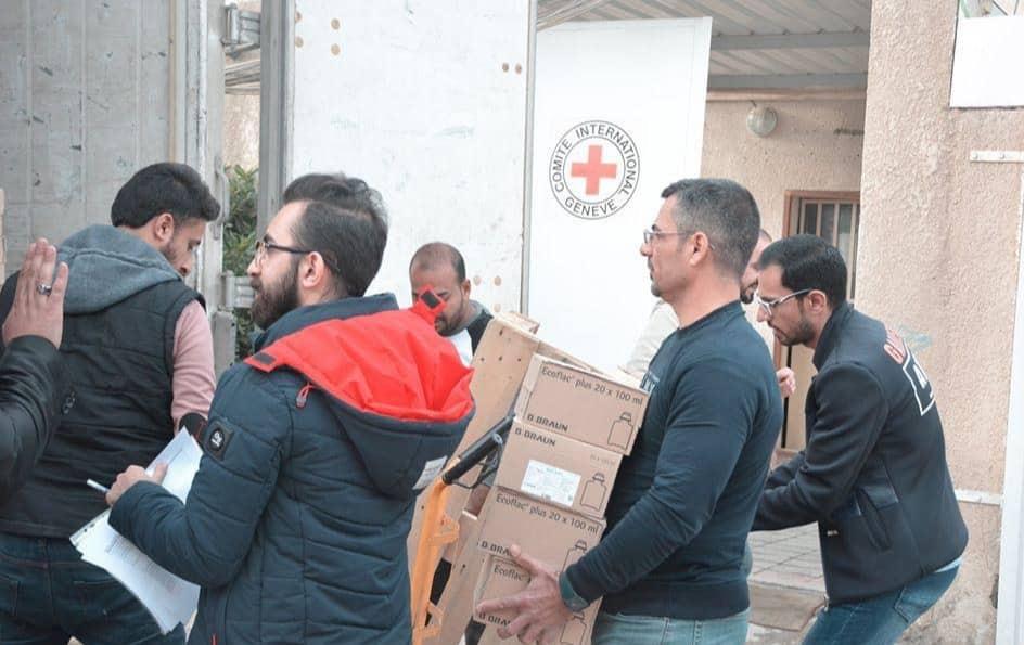 مساعدات الصليب الاحمر تصل إلى مستشفى الحسين في الناصرية (صور)